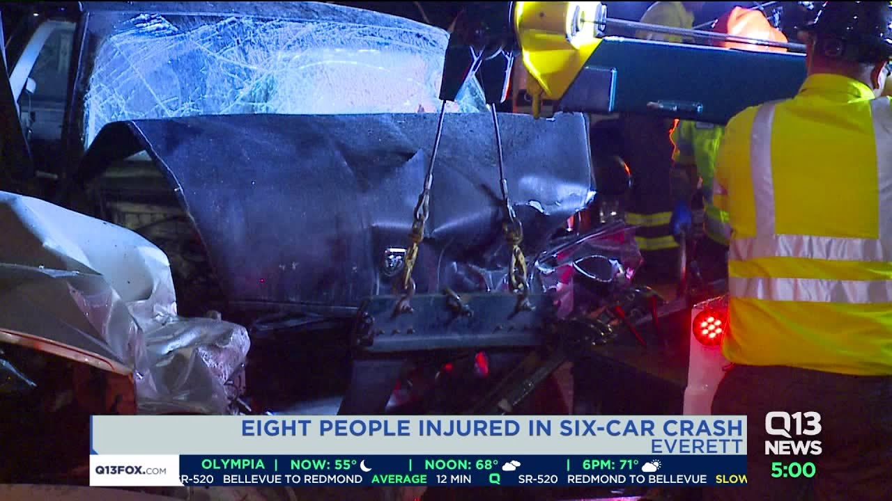 8 hospitalized after six-vehicle crash in Everett