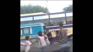 Mga batang kalye nang-agaw ng mga pagkain sa loob ng jeep