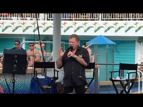 Star Trek the Cruise 2017 - William Shatner Poolside