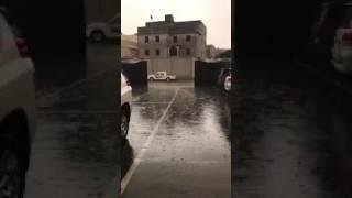 فيديو يوثق لحظات هطول الأمطار على أبها