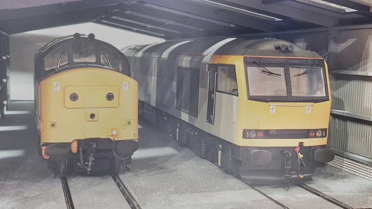 Heljan Class 37 and Heljan Class 60 Start Up In The New Shed - With Smoke!