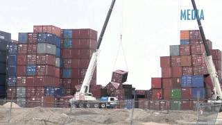 Containers waaien omver op terminal Oude Maasweg Rotterdam-Botlek