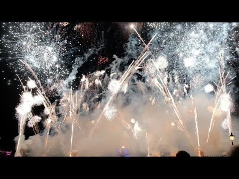 Download Youtube: FULL IllumiNations: Reflections of Earth fireworks show - Festival of the Holidays finale