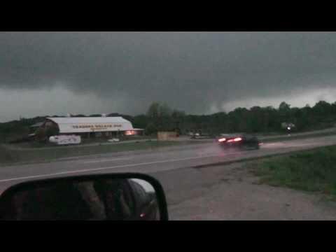 April 30, 2010 tornado chase (Willow Springs, MO)