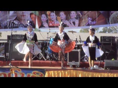 hmoob xyoo tshiab xieng khouang 2017-2018/Hmong new year dance in Phonsavan old airport Laos