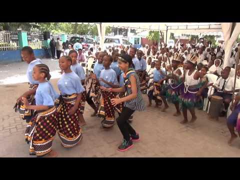 Zuriel Dances in Tanzania with Olympio School Students