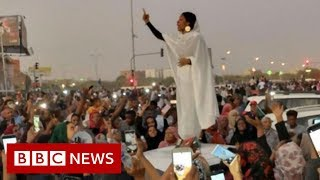 'Nubian queen' becomes Sudan protest symbol - BBC News
