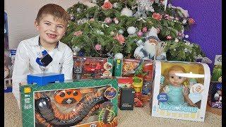 Ринат открывает подарки на Новый 2019 год