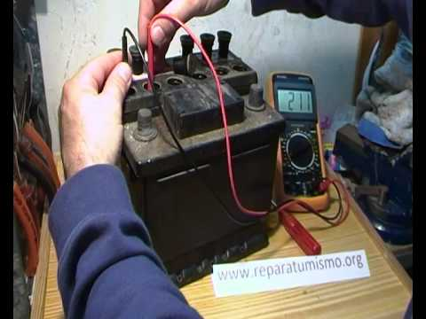 Como comprobar bateria de coche vasos cortocircuitados - Como saber si un coche tiene cargas ...