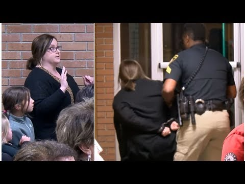 News 2018 | Dramatic moment a Louisiana middle school teacher is forced to the ground and removed f
