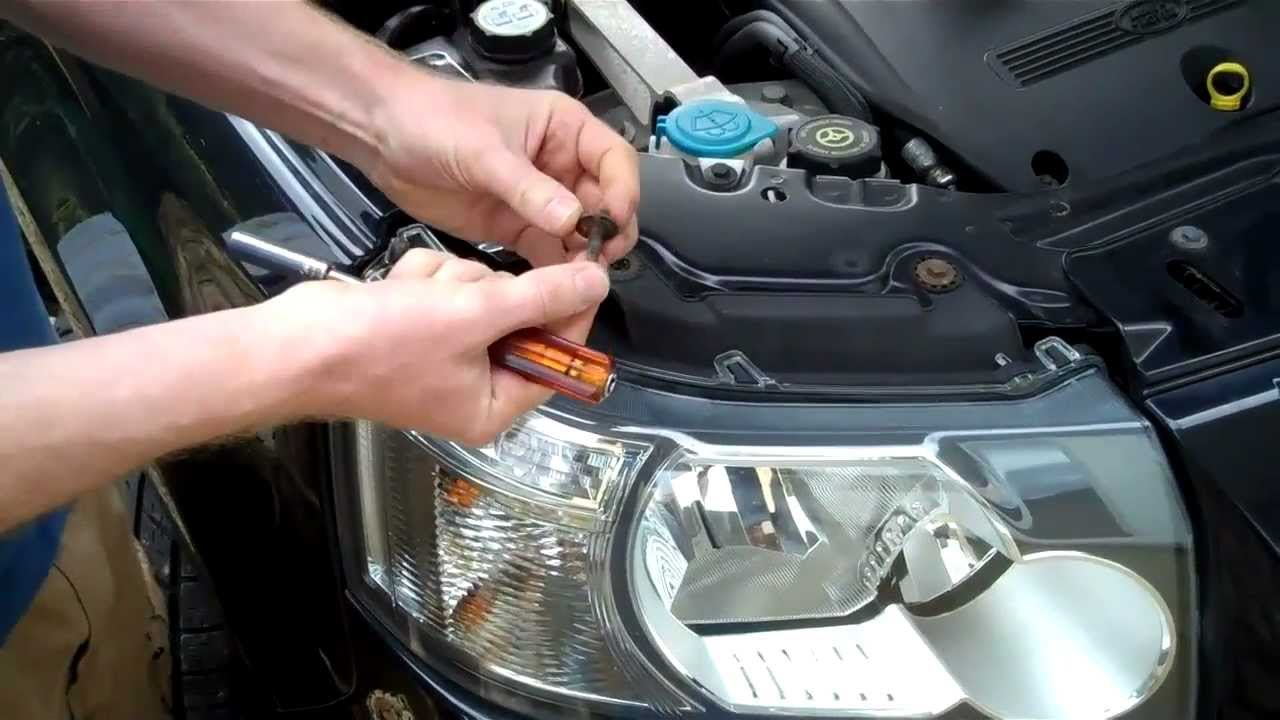 How To Remove A Land Rover Freelander 2 Headlight Youtube