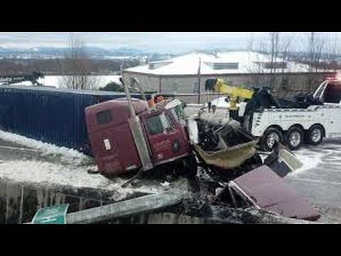 compilation d 39 accident de camion 4 truck crash compilation 4 youtube. Black Bedroom Furniture Sets. Home Design Ideas