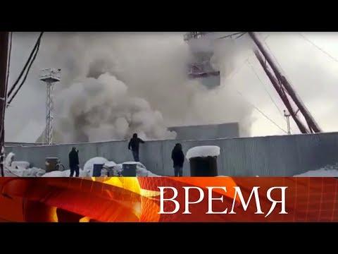 В Соликамске девять горняков заблокированы огнем в шахте.