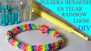 Repeat youtube video COMO HACER PULSERA GOMITAS O LIGAS MODELO HEXAFISH EN TELAR RAINBOW LOOM TUTORIAL ESPAÑOL DIY