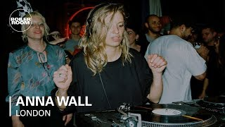 Baixar Anna Wall With A 100% Party Starter House Mix | Boiler Room London
