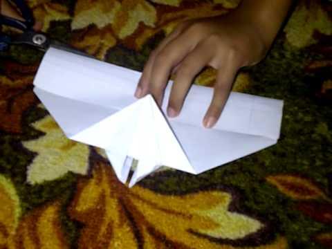 Budak Membuat Kapal Terbang Kertas