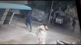WATCH : CCTV footage shows a guy snatching a chain from an elderly lady in Koratoor, Chennai