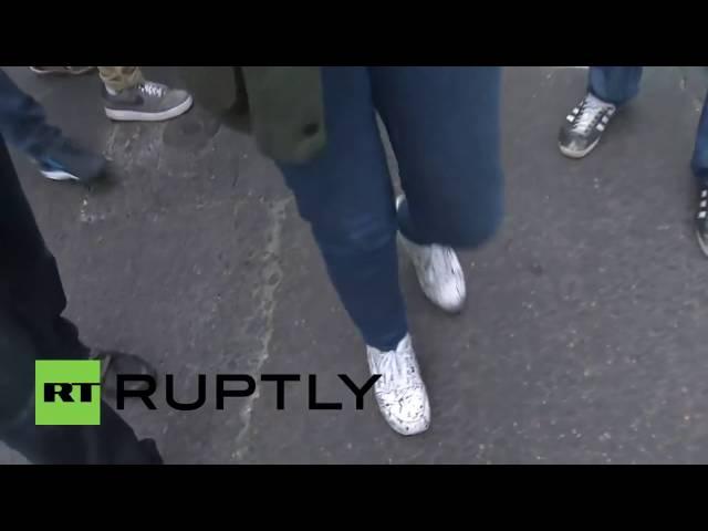 You Bitch! Ukrainian nationalists attack RT reporter in Paris