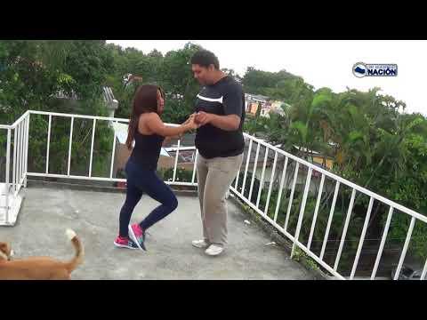 Bailando al estilo El Salvador Accion en casa de  El Salvador nacion