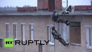 В Подмосковье спецназ штурмовал квартиру...