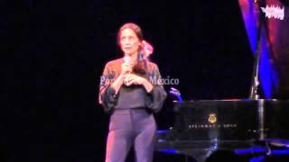 Conferencia: Julieta Venegas / Algo sucede