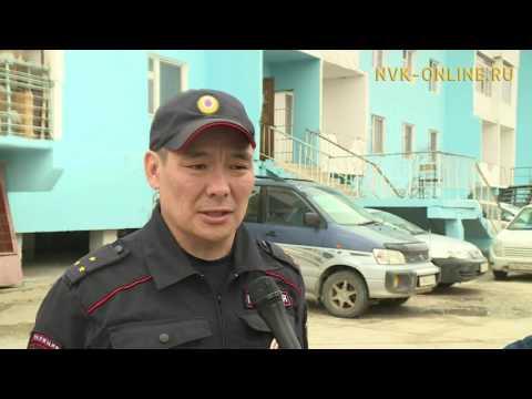Полицейский спас ребенка из горящей квартиры в Якутске