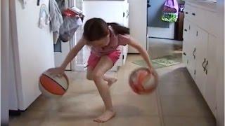O fetita de 8 ani jongleaza fabulos cu mingi de baschet!