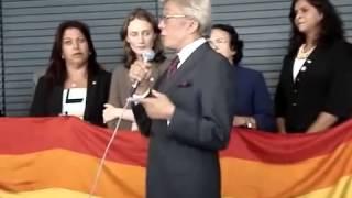 Clodovil da um tapa nos ativistas gay.