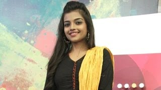 Ashna Zaveri on Vallavanukku Pullum Aayyutham and Santhanam
