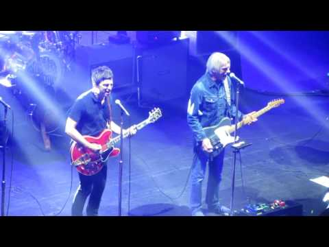 Noel Gallagher & Paul Weller - Town Called Malice (The Jam) Live @ O2 Academy