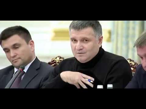 Bộ trưởng Nội vụ Ukraine Arsen Avakov cầm cốc nước ném vào mặt Thống đốc tỉnh Odessa Mikhail Saakash