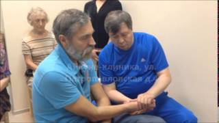 Потомственный костоправ Абай Емши восстанавливает руку после сложного перелома