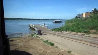 メコン川 バスごと渡り船 ネアックルン カンボジア国道一号線
