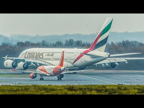 AIRBUS A320 OVERTAKES an AIRBUS A380 in a TRAFFIC JAM and DEPARTS first (4K)
