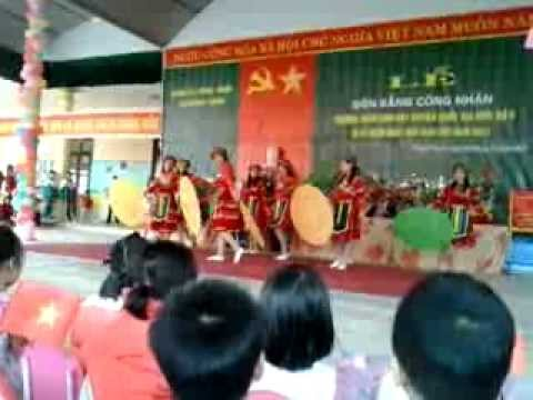 Mua Co giao ban em. GV Truong MN Dong Thinh - Song Lo - Vinh Phuc