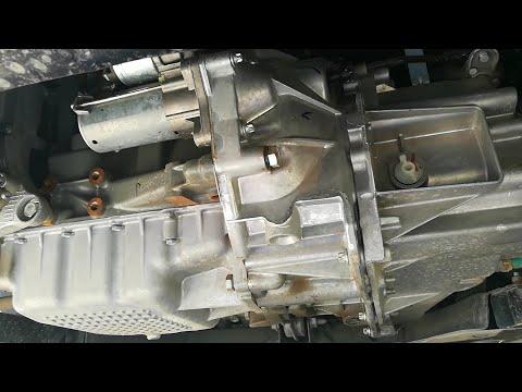 Lada Vesta SW 1.8 2019 какая КПП? ВАЗ или Renault? Вид снизу