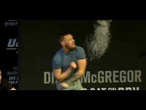 Потасовка Диазов и МакГрегора на пресс-конференции к турниру UFC 202