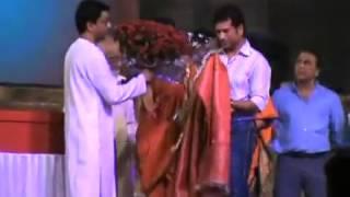 Mr Raj Thackeray felicitating Sachin Tendulkar