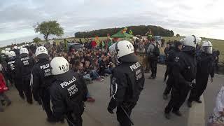Polizeigewalt an der Hambi Mahnwache teil 3