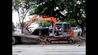 How An Excavator Get On Truck? Begu Backhoe Naik Truk