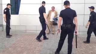 БРОСЬ ЛОЖКУ Новая полиция Киева пытается арестовать Бомжа