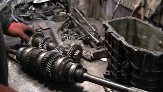 ГАЗЕЛЬ с двигателем ВАЗ 14часть (ремонт КПП, установка на подрамник по детально).