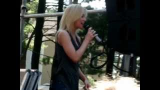 Watch Kellie Pickler Rocks Instead Of Rice video