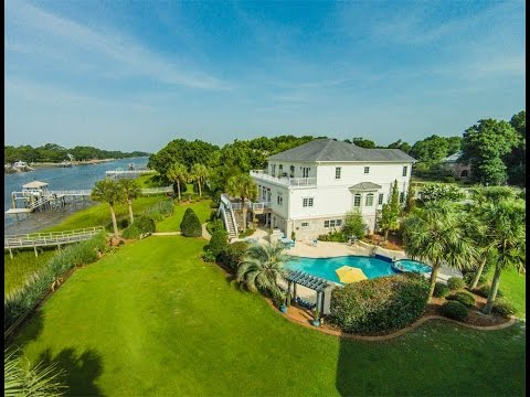 Luxurious Waterfront Haven in Southport, North Carolina