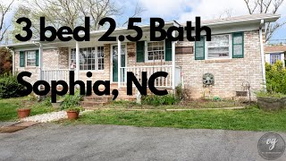 🎉 Just Listed 3 bed 2.5 bath 🎉3719 Knollview Drive Sophia NC