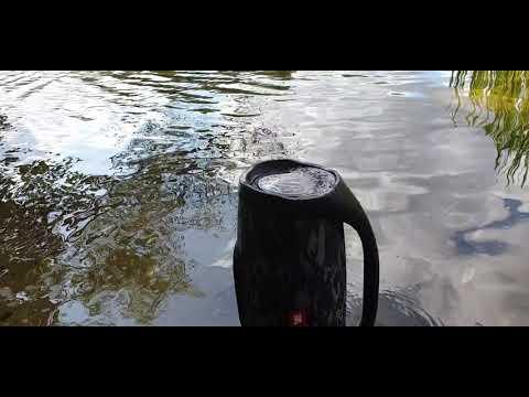 JBL BOOMBOX VS WATER