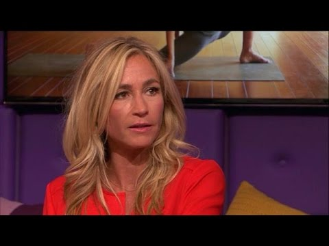 Wendy van Dijk in de ban van Bikram yoga - RTL LATE NIGHT