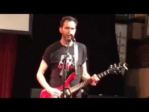 Watch Paul Gilbert teaches Blues and His Technique Live !