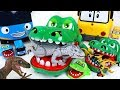 King crocodile is back! Defeat dinosaurs corps in Tayo and Robocar Poli village! - DuDuPopTOY