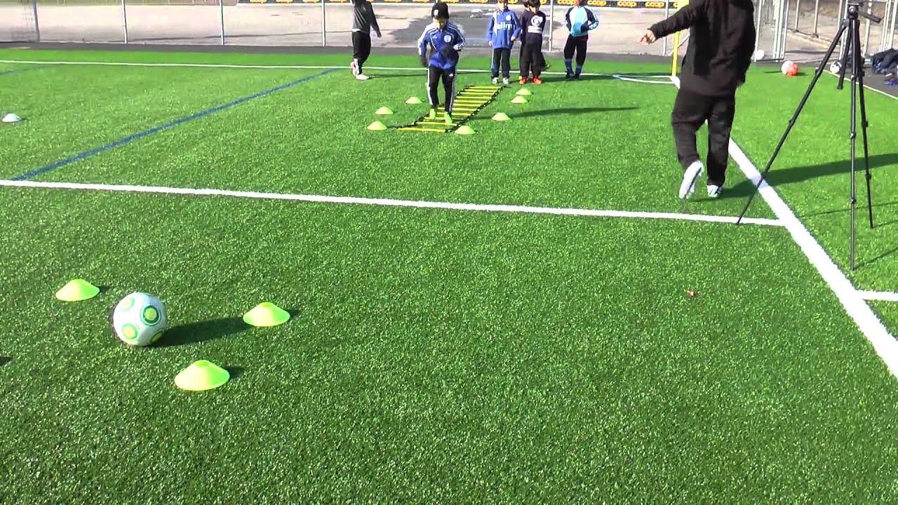 Fussballtraining Laufleiter Mit Ballmitnahme Ballkontrolle Technik